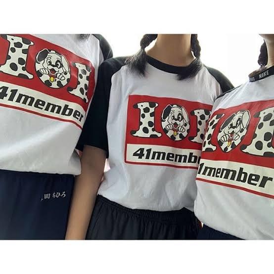101匹わんちゃんのクラスTシャツを着る3人の女性