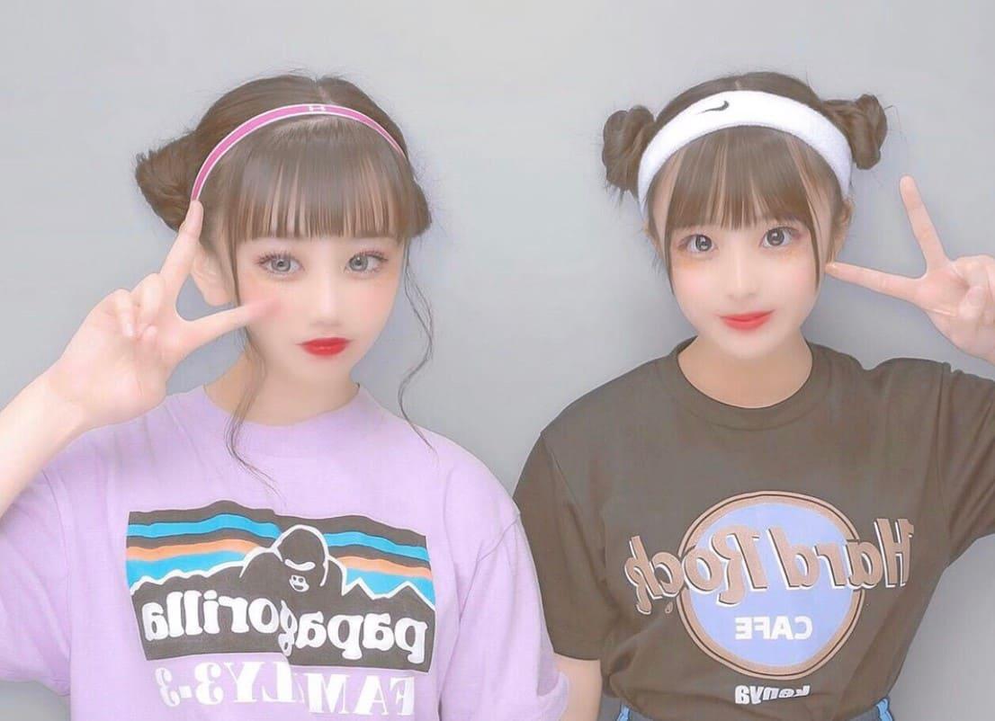 HardRockCafeのクラスTシャツを着ている2人の女子高生